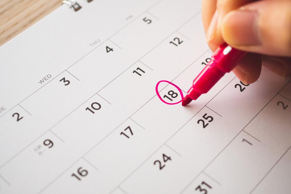 stabilisci una data sul calendario per imparare l'inglese